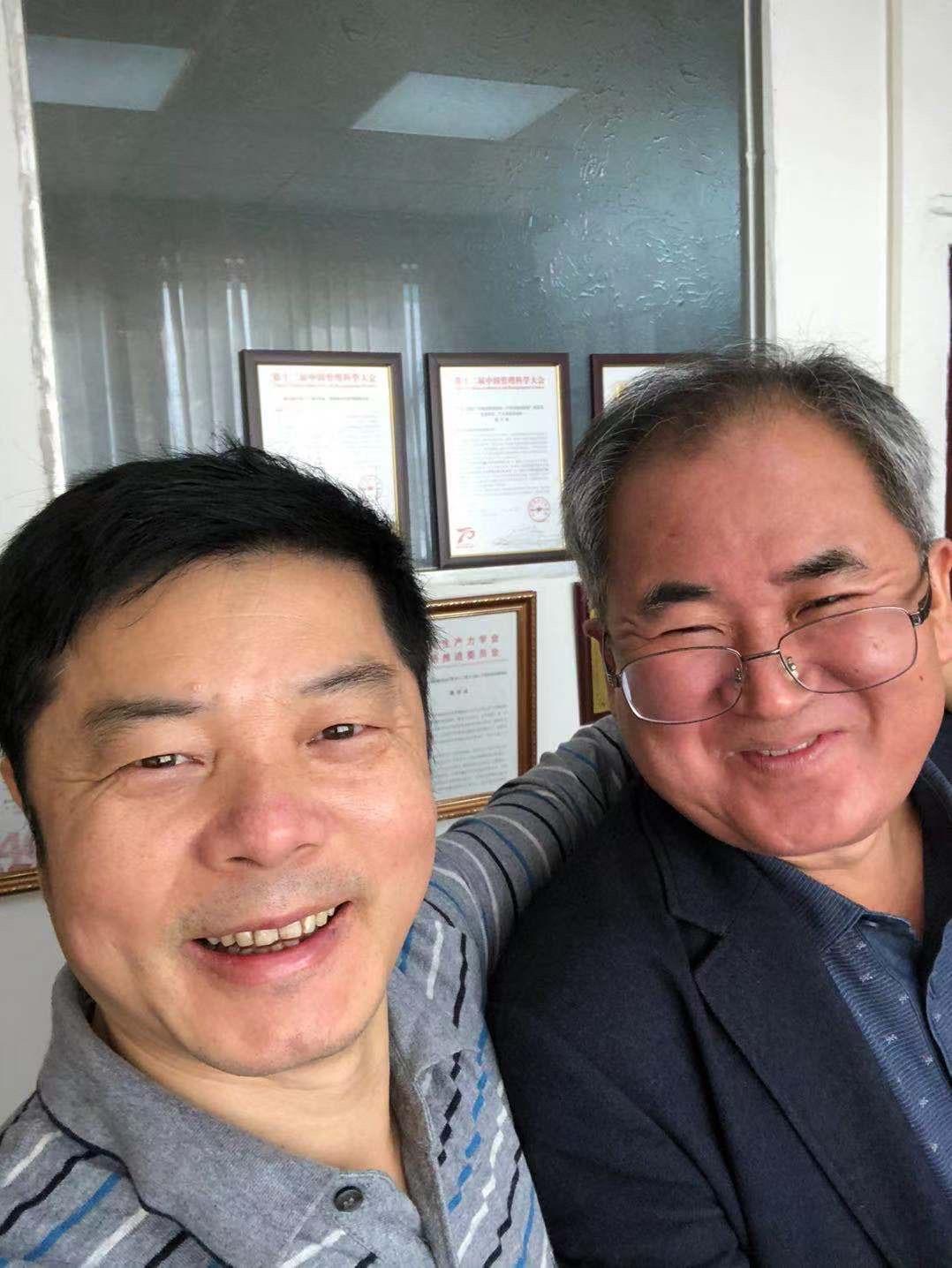 与韩国集团董事长一行谈合作